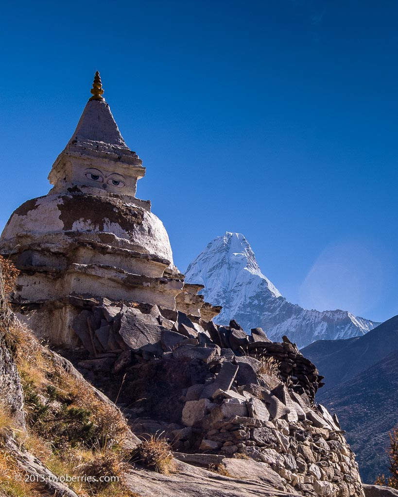 Chorten on the trail to Thangyboche