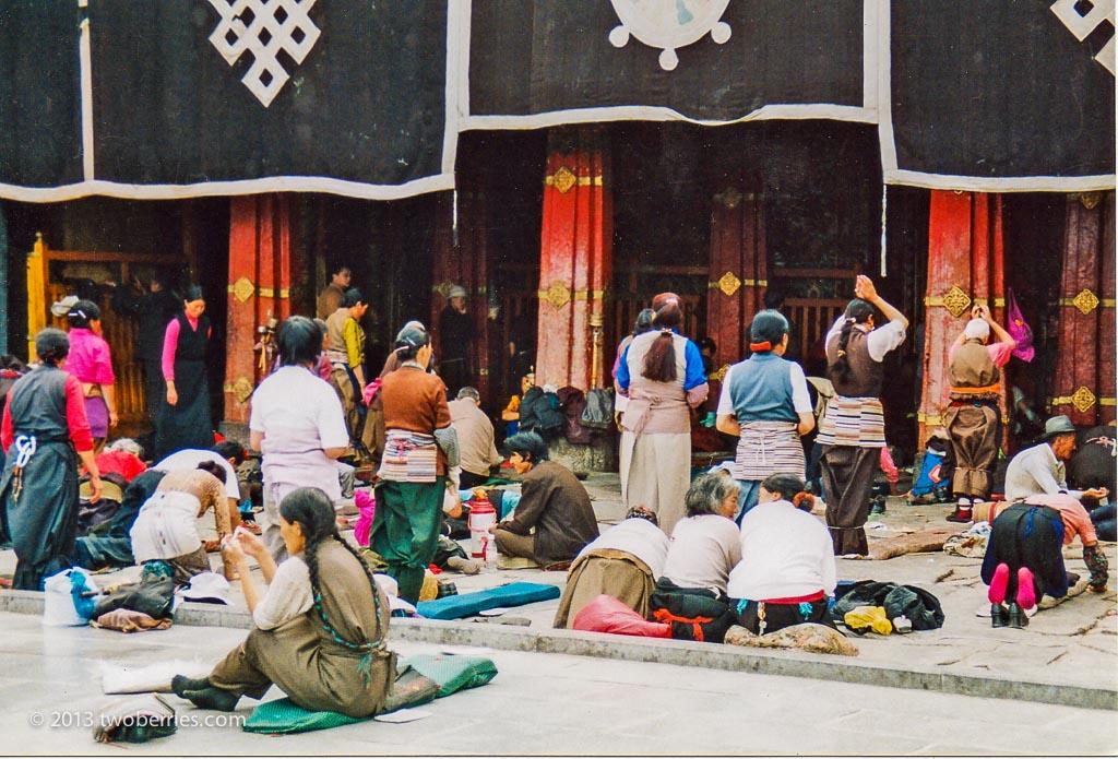 Pilgrims at the entrance of the Jokang