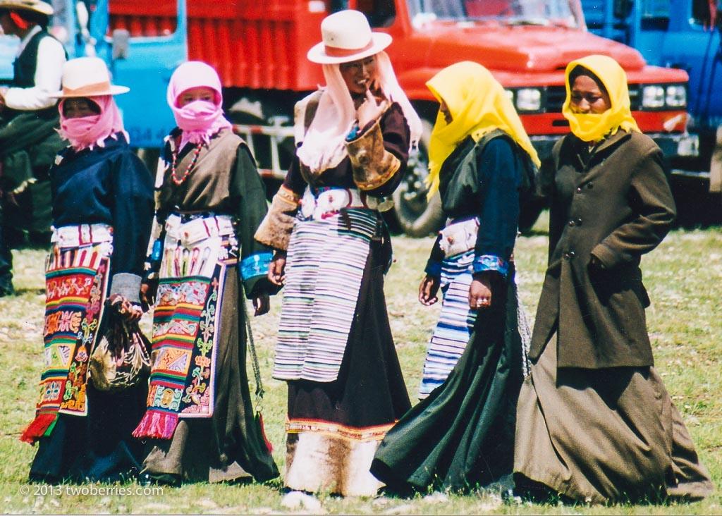Local women, Damzhung