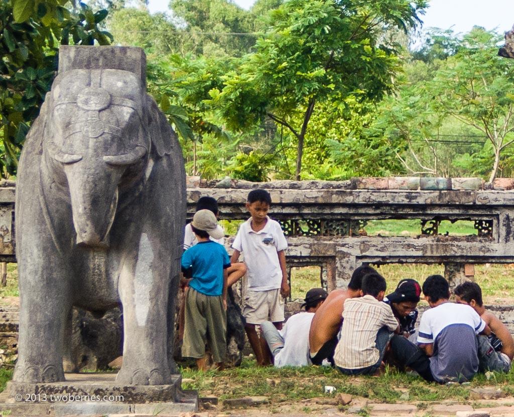 Schoolchildren at Thieu Tri