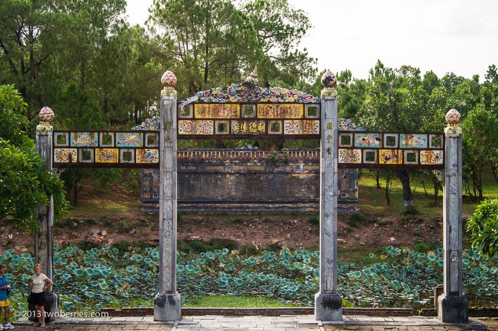 Ruins, Thieu Tri