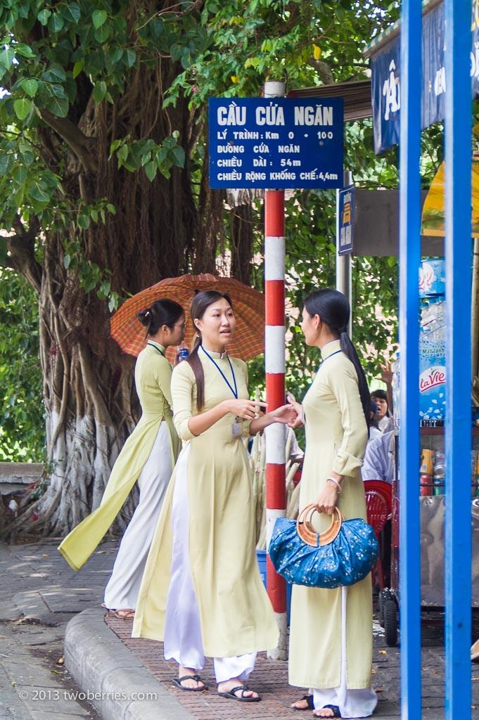 Girls wearing the tradional Ao Dai